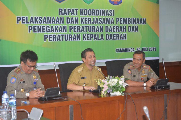 Wakil Gubernur Kaltim H Hadi Mulyadi menutup Rapat Koordinasi Pelaksanaan dan Kerjasama Pembinaan Penegakan Peraturan Daerah dan Peraturan Kepala Daerah