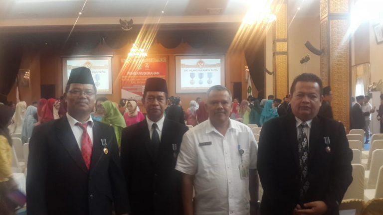 Gubernur Kaltim Serahkan 300 Satya Lencana Karya Satya